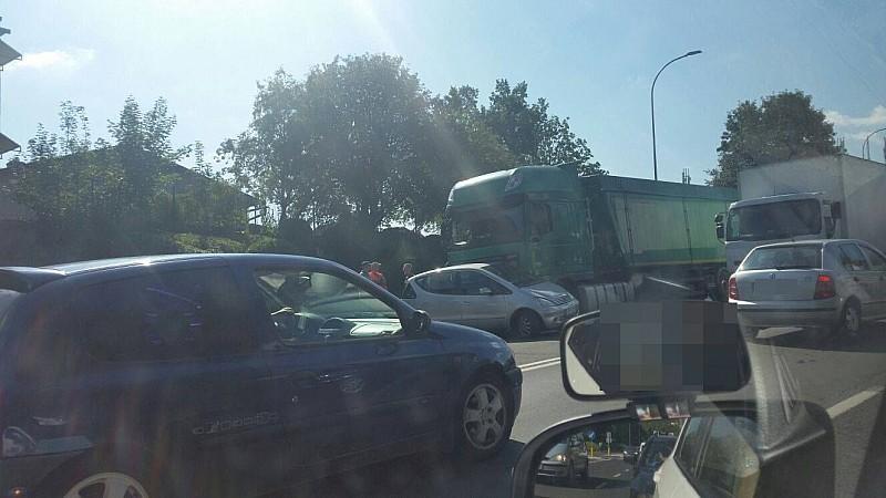 Zderzenie mercedesa z ciężarówką