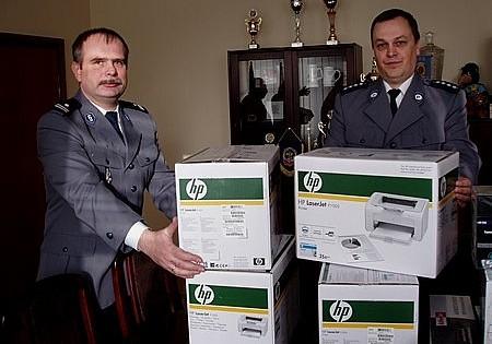 Samorząd pomaga policji
