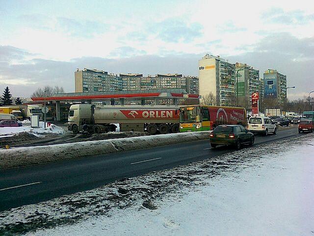 TiR i autobus zablokowały drogę