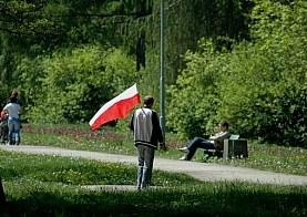 Podarli i spalili flagi narodowe