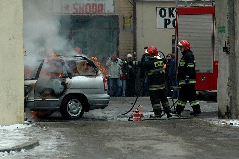 Pożar na parkingu - zobacz film
