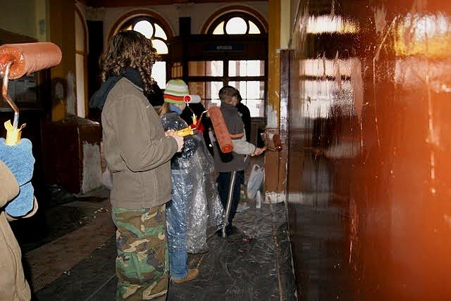 Harcerze odmalowali dworzec