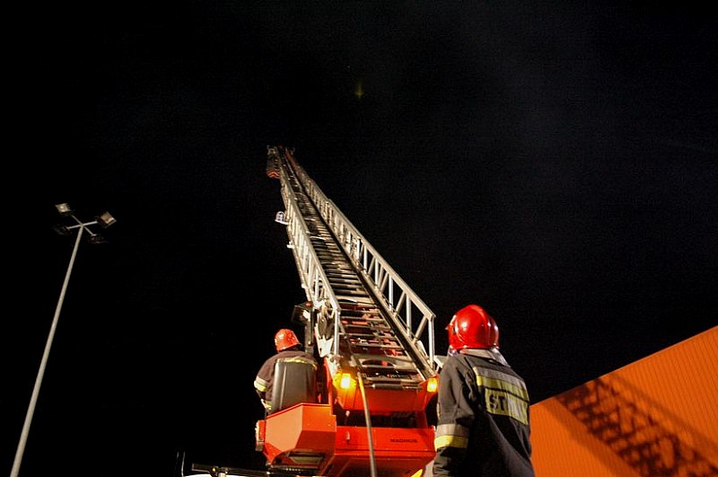 Nocny pożar w Obi - zobacz zdjęcia