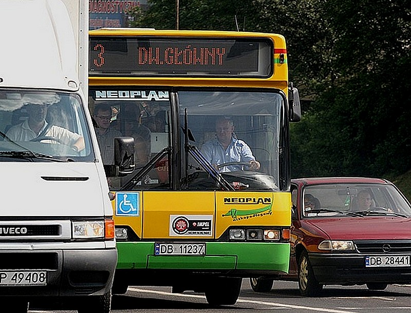 Studenci kontrolerami w autobusach