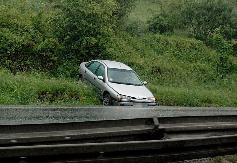 Ten kierowca wypadł z drogi