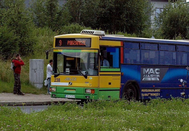 ale autobusów mniej