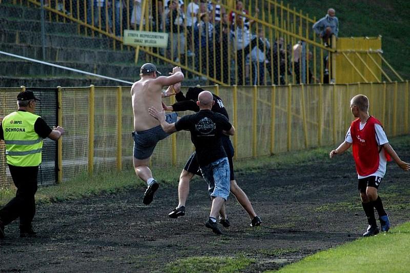 Pierwsze spotkanie w II lidze -  zdjęcia z meczu w Żaganiu