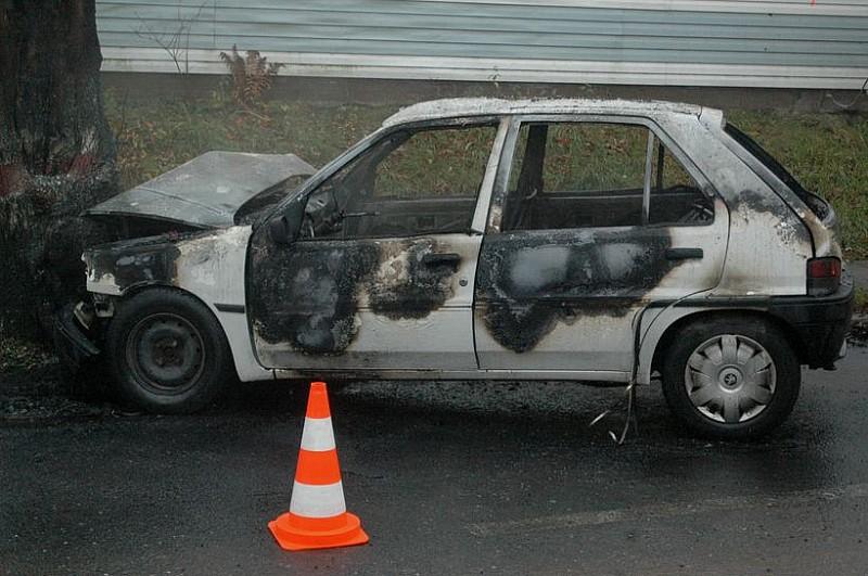 Uratowali kierowcę. Auto spłonęło. FILM!