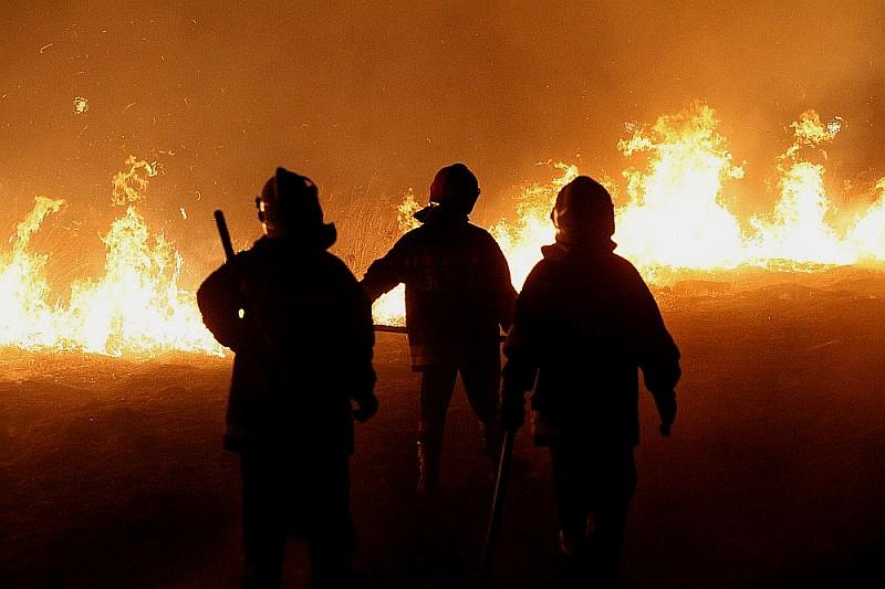 Podpalał a strażacy z OSP gasili