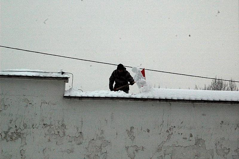 Pamiętaj o odśnieżaniu dachu!