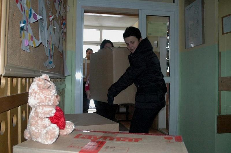 Przywieźli dary dla domów dziecka