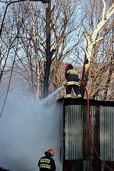 Pożar obok składowiska opału -  zdjęcia