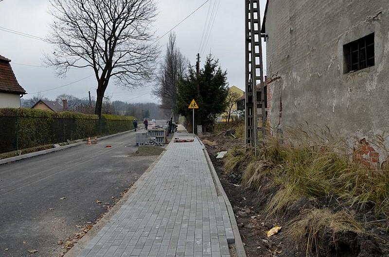 Remontują drogi w powiecie