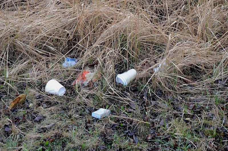 W domu też wyrzucają tak śmieci?