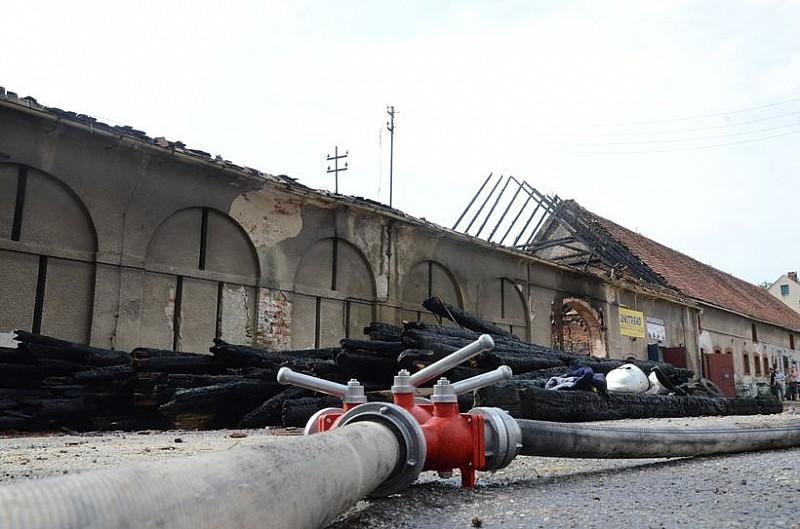 Duży pożar w Mokrzeszowie - video