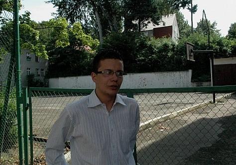 Skandal: Zamknęli dzieciom boisko na kłódkę
