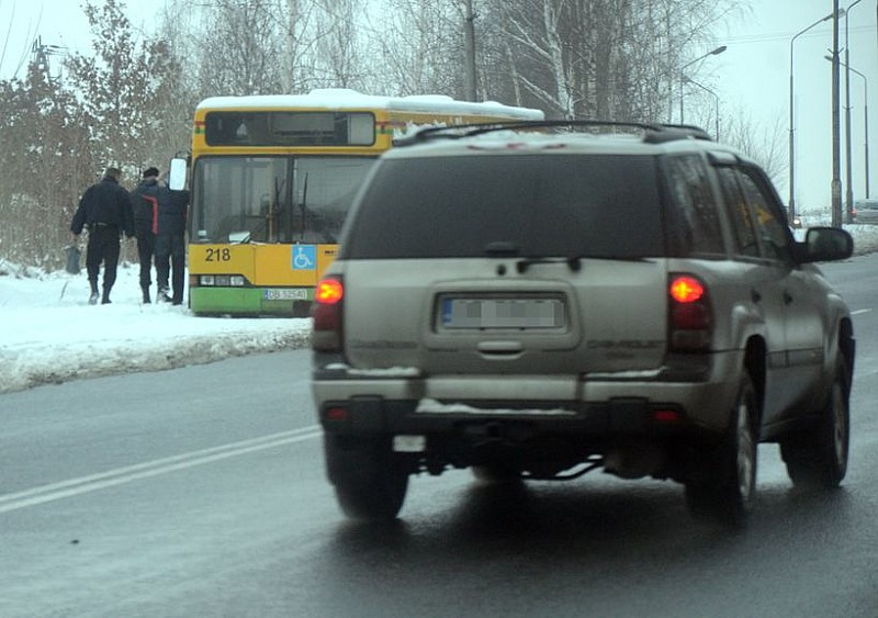 Zabrali autobus rozbierany przez złomiarzy