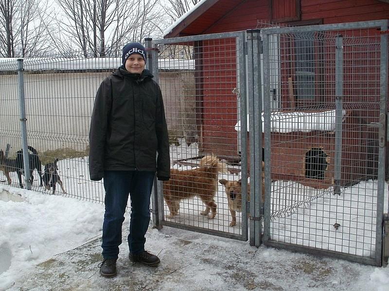 Uczniowie pomagają zwierzętom