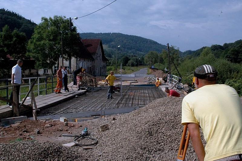 Remontują most zniszczony przez wodę