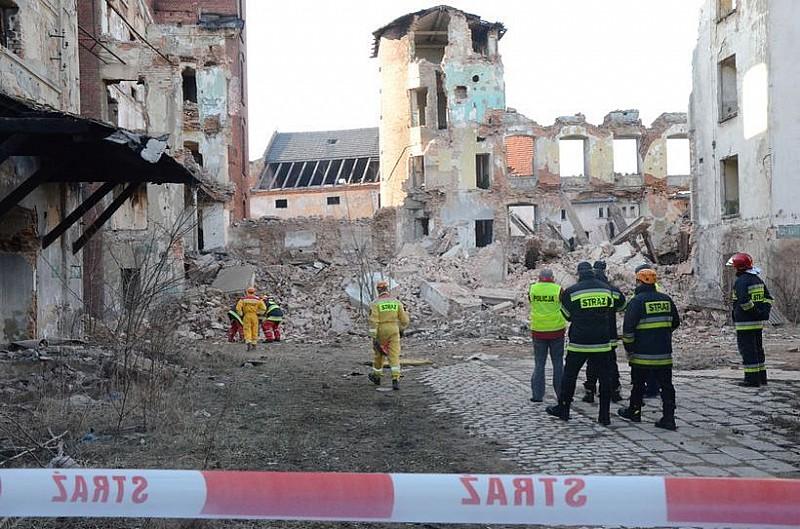 Będą szukać ofiar uwięzionych pod gruzami