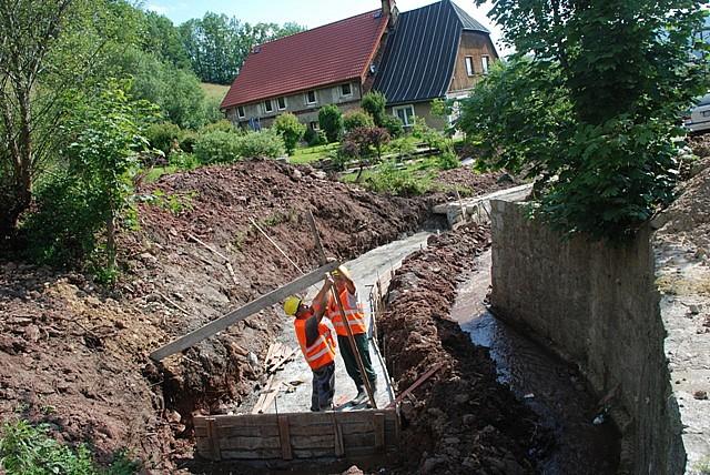 Odbudowa murów i mostów
