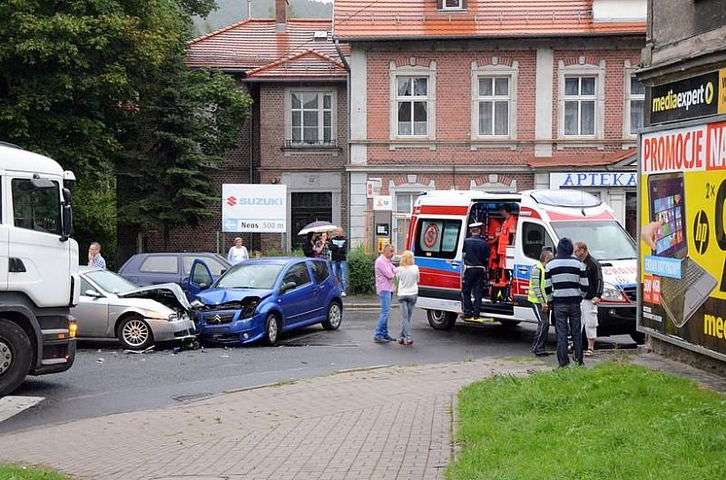 Wypadek na skrzyżowaniu - zdjęcia/video