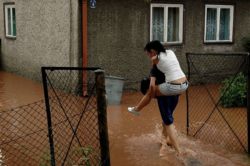 Usuwają skutki powodzi