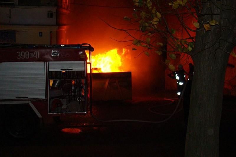 Nocny pożar kontenerów