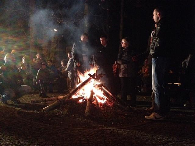 Świętowali przy ognisku