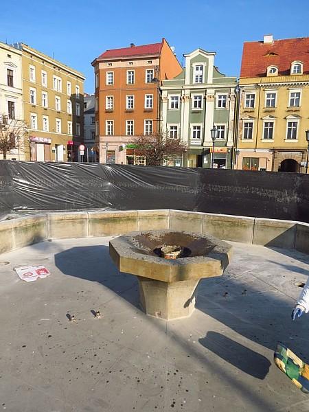 Remontują fontannę