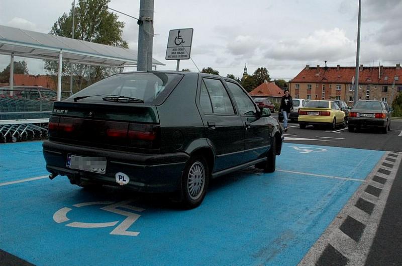 Walczą o miejsca parkingowe