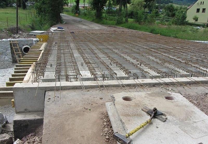 Przebudowują most