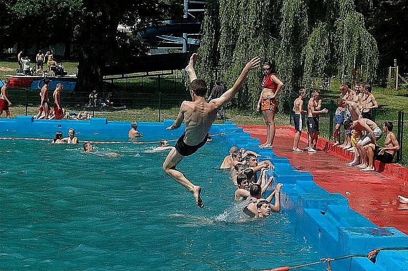 Żądają wyjaśnień w sprawie zamknięcia basenu