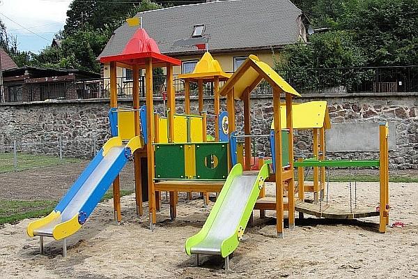 Otwierają plac zabaw
