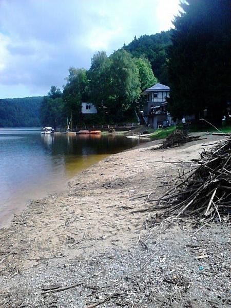 Sprzątają jezioro