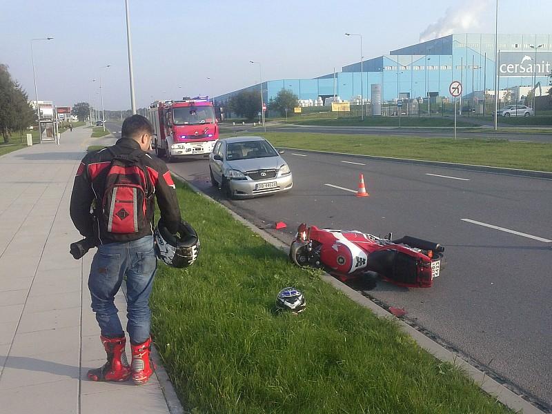 Zderzenie motocyklisty z osobówką