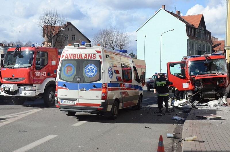 Wypadek z udziałem straży pożarnej - foto