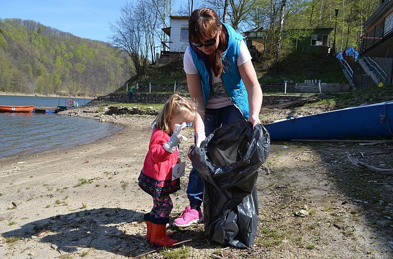 Posprzątali brzeg jeziora