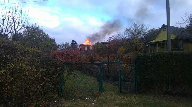 Przy ul. Dunikowskiego spłonęła altanka