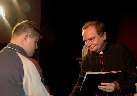 Biblia na deskach teatru