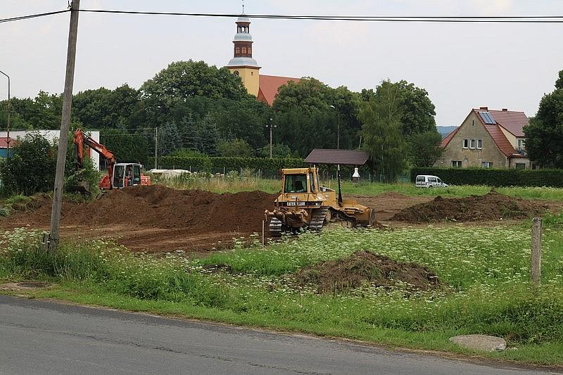 Budują boisko sportowe